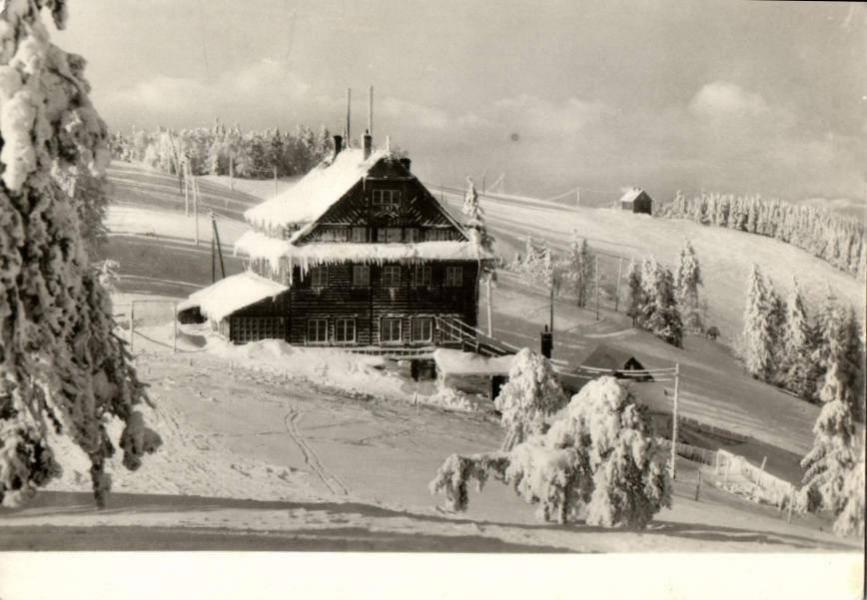 Chata Portáš na hrebeni Javorníkov v cca polovici 20. storočia