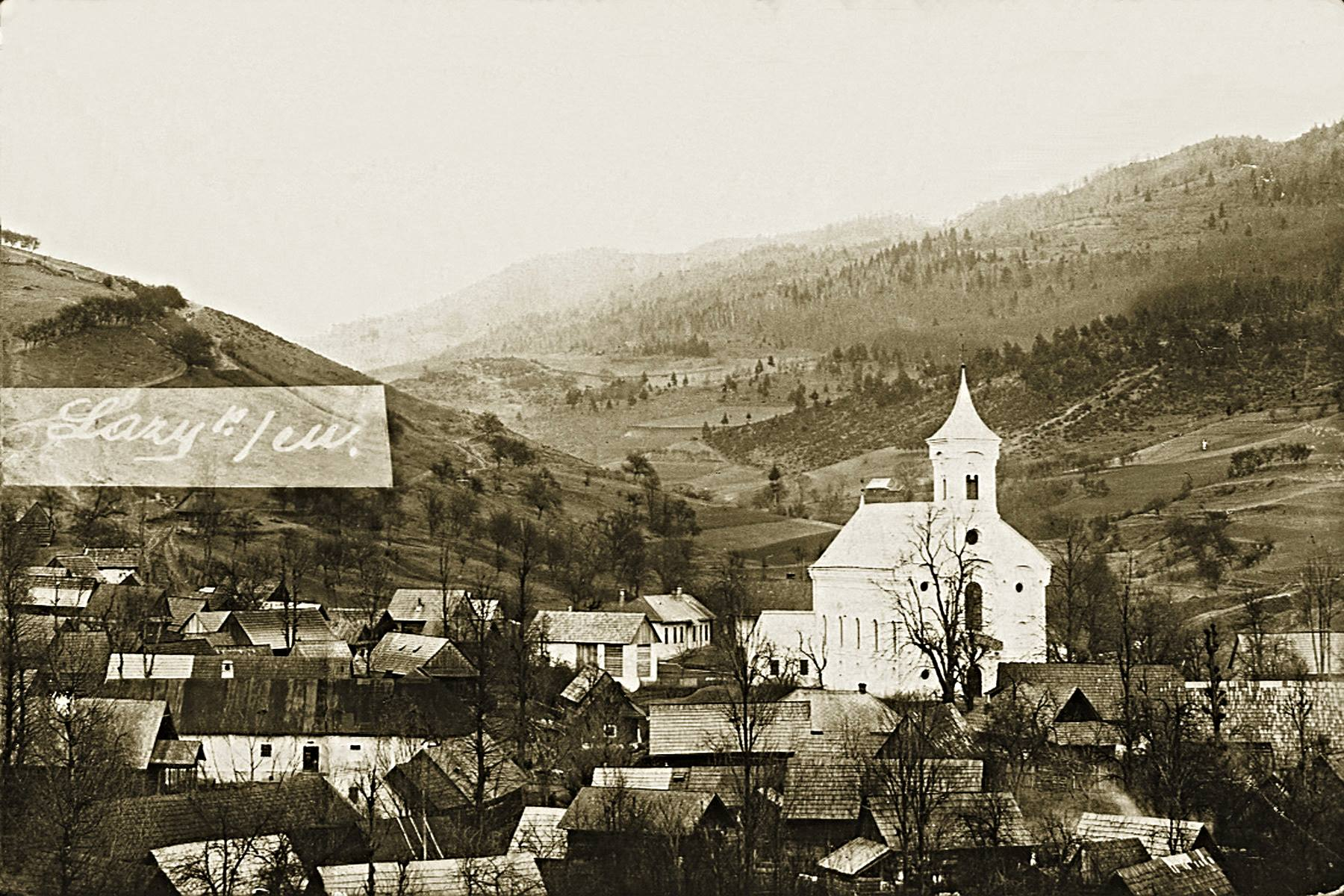 Pohľad na stred obce Lazy pod Makytou, evanjelický kostol a tzv. Potockú dolinu okolo roku 1927