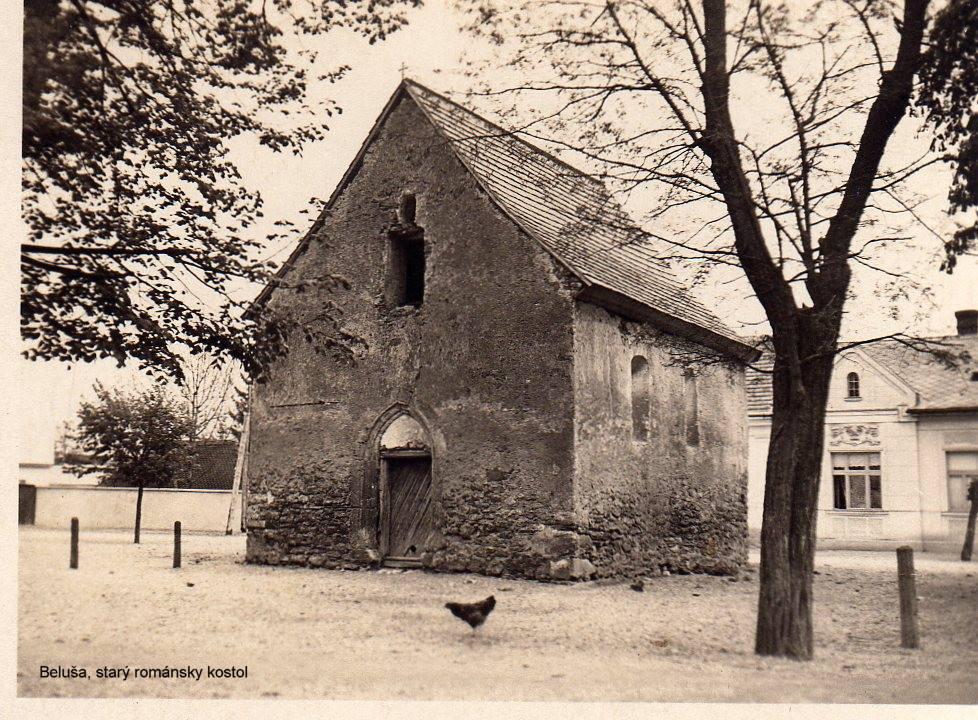 Románsky kostolík zasvätený sv. Anne v Beluši radíme spolu so zrúcaninou Lednického hradu medzi najstaršie dochované stavby v okrese. Kostolík (dnes známy aj ako kaplnka) pochádza pravdepodobne z druhej polovice 13. storočia.