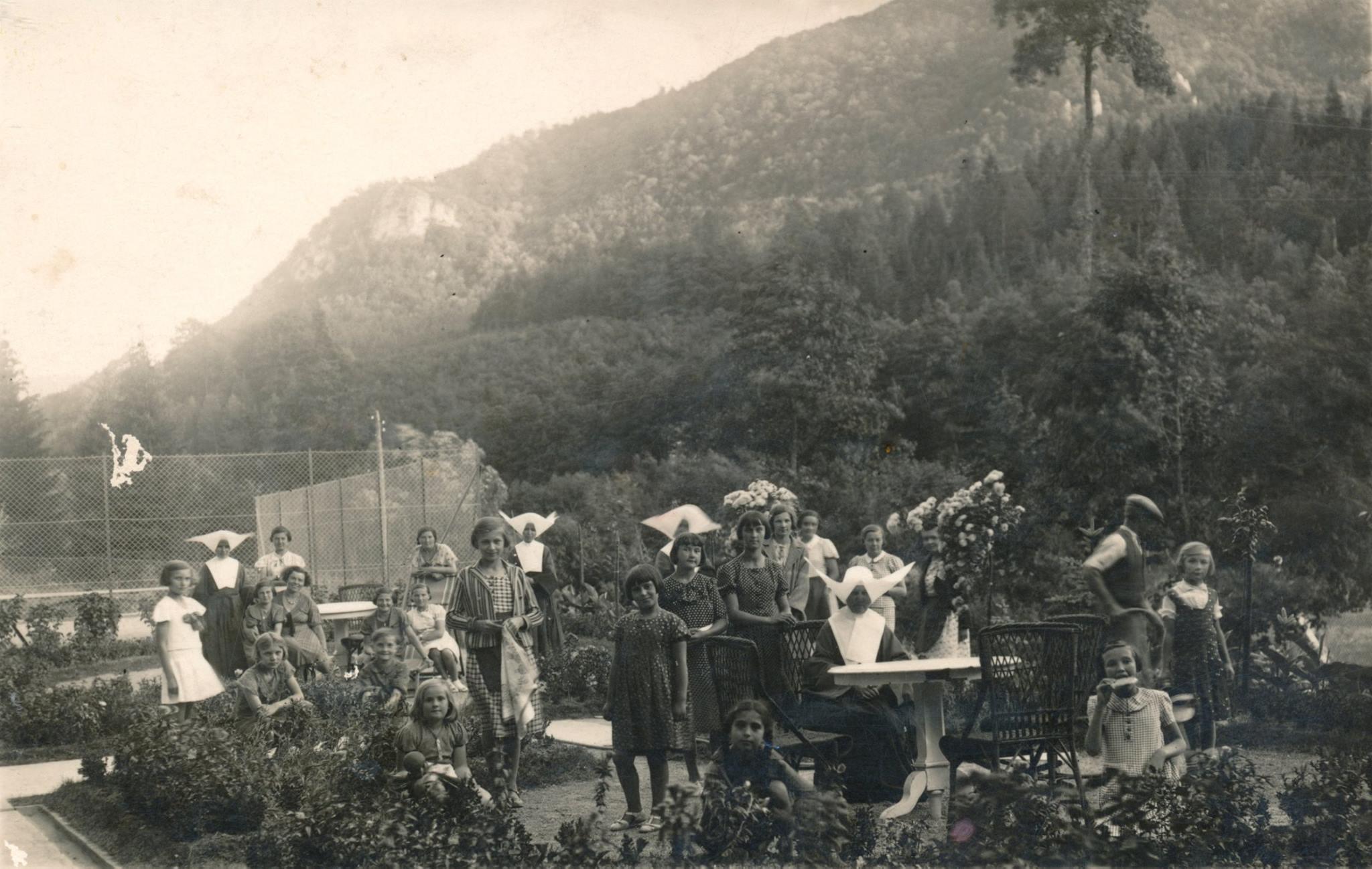 Sestry Vincentky v Belušských Slatinách asi 30. roky 20. storočia
