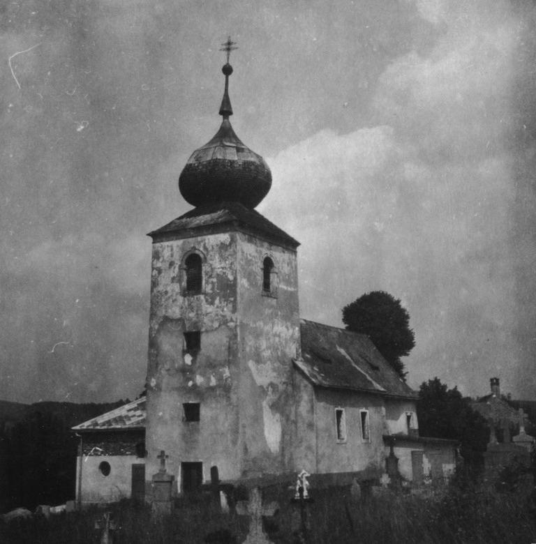 Pôvodný gotický stredoveký chrám sv Gála vo Visolajoch bol prestavaný do barokovej podoby v roku 1786. Niekoľkokrát bol opravovaný, no úprava z 50. rokov 20. storočia veľmi znehodnotila jeho kultúrno-historickú stránku. Fotografia pochádza pravdepodobne z 50. rokov