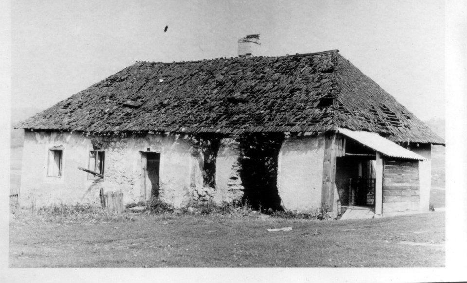 Stará cirkevná škola na Mojtíne (fotografia zo 60. rokov)