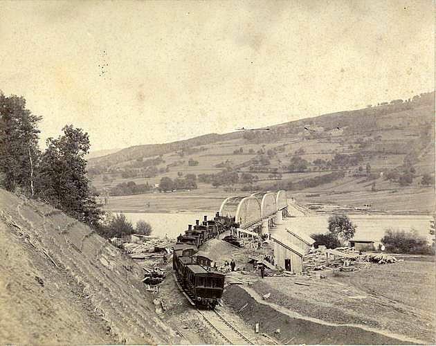 železničná trať a most cez rieku Váh medzi obcami Nimnica a Milochov okolo r. 1882