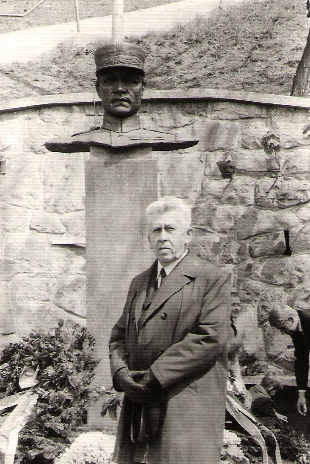 Rudolf Hlavica - autor busty M. R. Štefánika v Záriečí (www.ecav.zariecie.sk)
