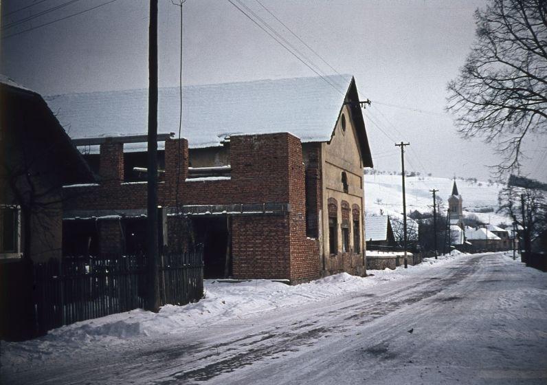 Prestavba Kultúrneho domu v Dohňanoch v r. 1963 (www.dohnany.sk)