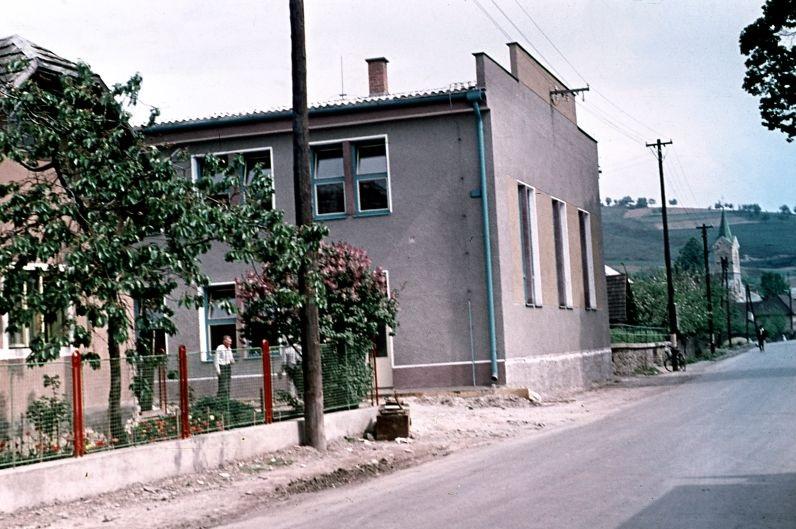 Dokončený Kultúrny dom v Dohňanoch v r. 1964 (www.dohnany.sk)