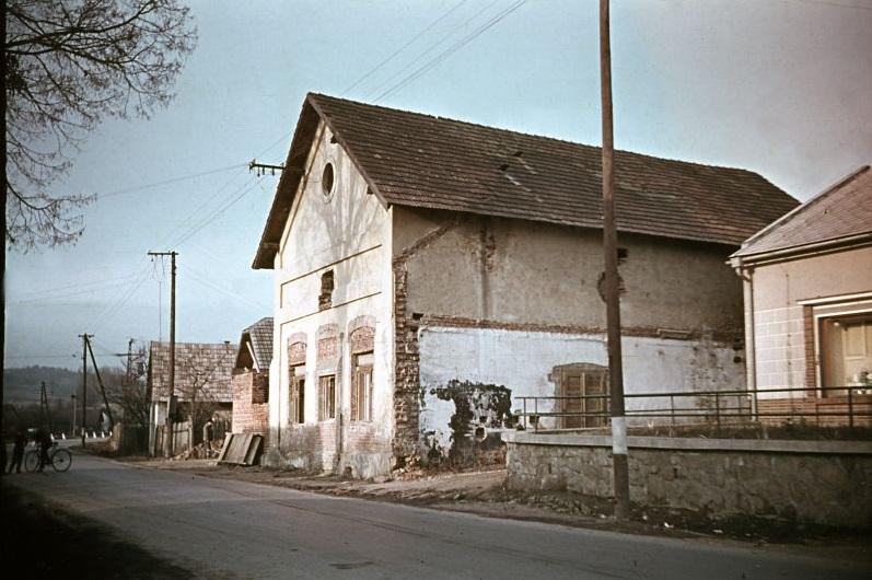 Starý Kultúrny dom v Dohňanoch v r. 1963 (www.dohnany.sk)