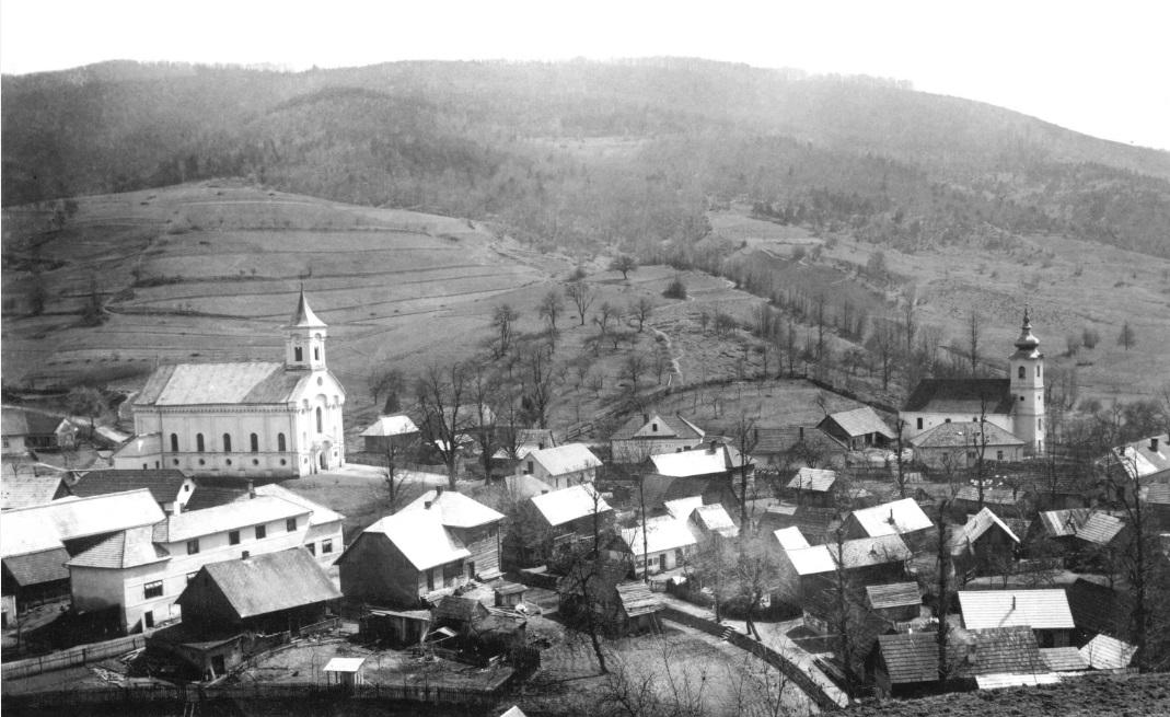 obec Lazy pod Makytou cca v polovici 20. storočia: evanjelický a katolícky kostol tesne vedľa seba