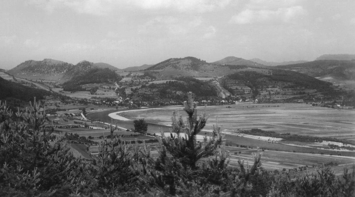 Údolie Váhu medzi Nimnicou a Púchovom na prelome 40. a 50. rokov 20. storočia (pred výstavbou Priehrady mládeže a vyregulovaním Váhu)
