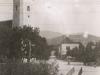 Kostol Sv. Alžbety Uhorskej v Beluši, Farská ulica a potok Pružinka v letnom a zimnom období v polovici minulého storočia