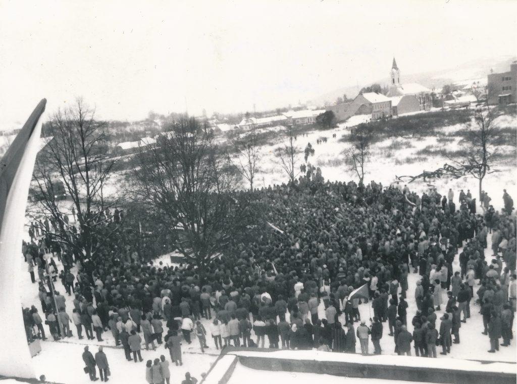 1 VPN Púchov, 1989.11.27 generálny štrajk na Nám.slobody, foto Štefan Filiač