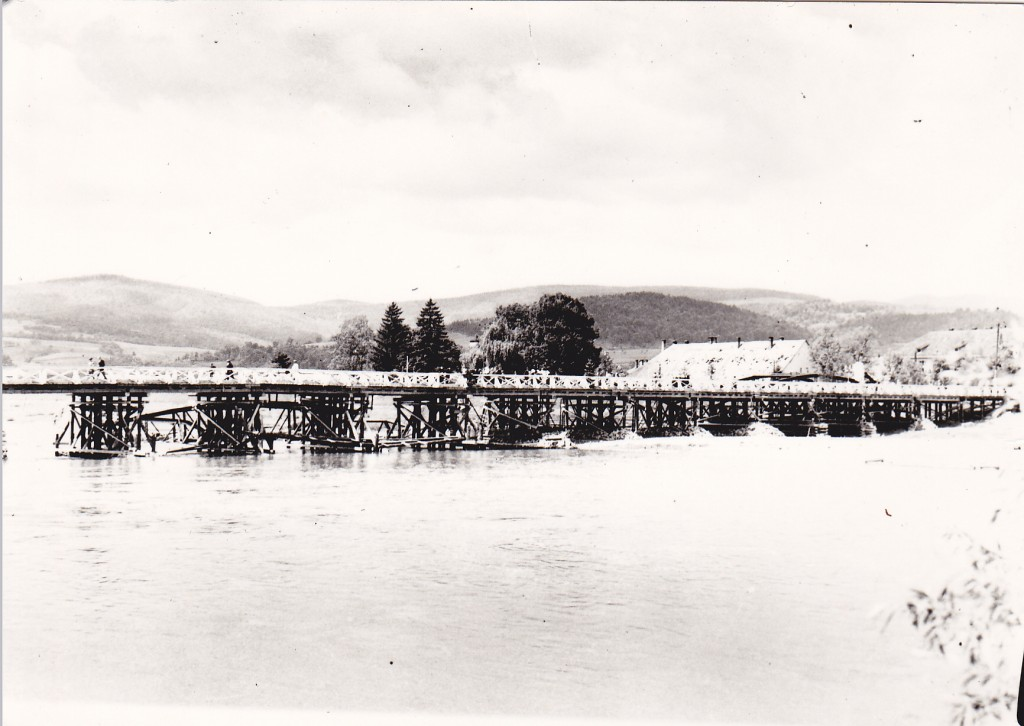 1945 dreveny most CA