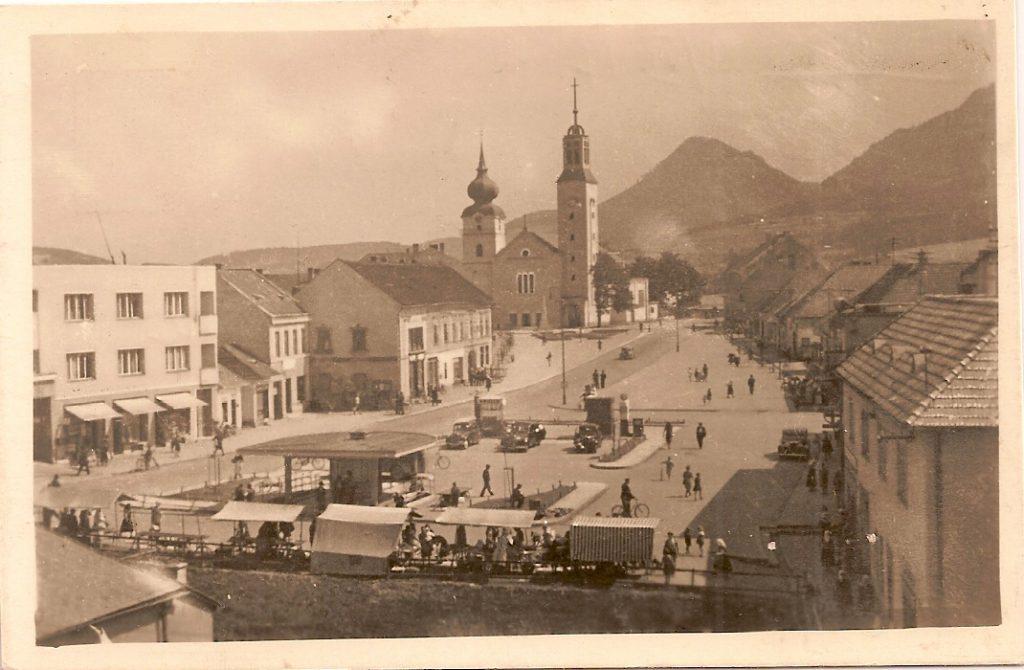 Považská Bystrica, č.b.1947, jarmočné stánky na námestí, kostol a budovy, p.p.