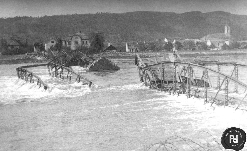 Stary most zniceny nemeckym fasistickym vojskom 30.4.1945