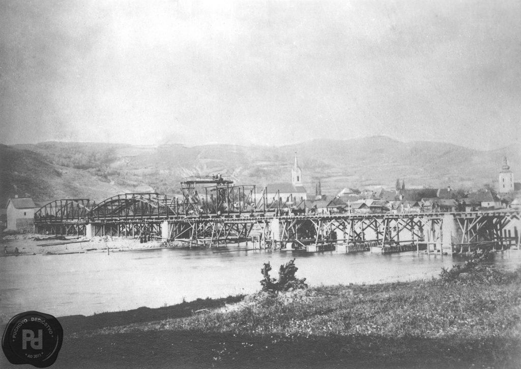 Stavba cestneho mostu cez Vah 1891